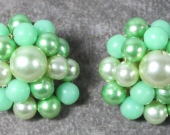 Vintage Green Pastel Beaded Earrings, Clip On, Very Prettty, Beaded Cluster Earrings