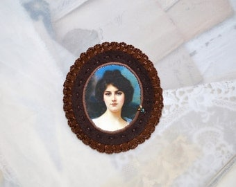 museum portrait brooch - unique felt brooch - genre painting - brown felt brooch - gift for her - museum painting brooch