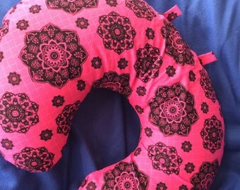 Beautiful Fuscia Pink & Black Boppy Nursing Cover with toy tabs