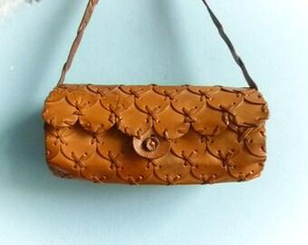 VIntage patchwork leather bag purse  shoulder bag / light brown caramel leather / round / box / 70s