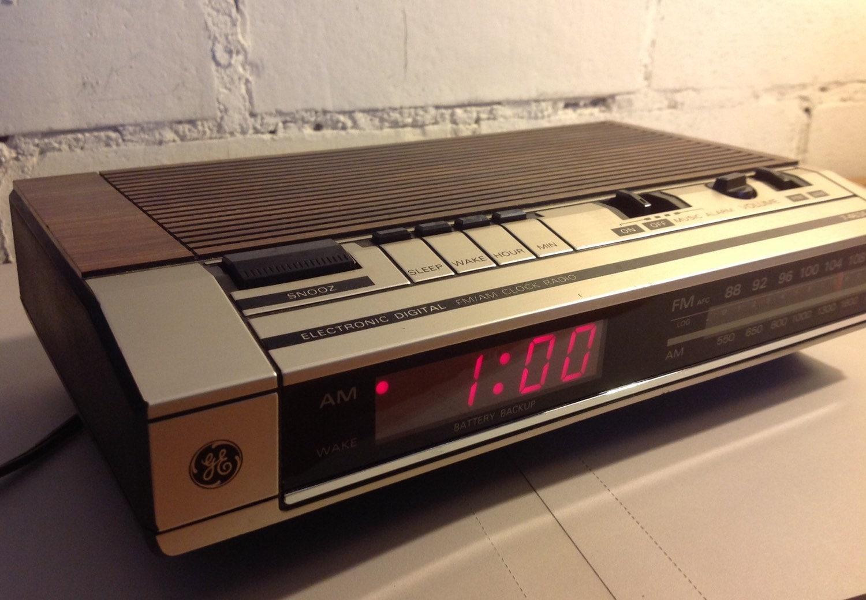 vintage ge digital alarm clock radio 1980s. Black Bedroom Furniture Sets. Home Design Ideas
