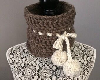 Chuncky Crochet Neck Warmer, cowl, circle scarf, infinity neck warmer, barley, oatmeal