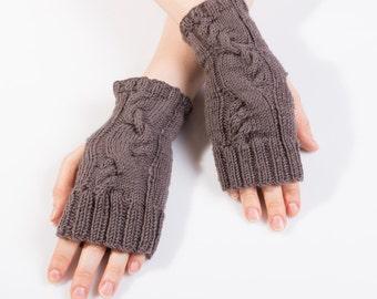 sale!!!Hand knit merino wool mittens