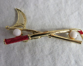 Vintage Gerry's Signed Golf Club and Balls Motif Brooch Pin Costume Jewelry