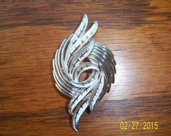 Vintage Crown Trifari Silver Tone Feather Brooch  -  1960's Trifari Pin -  Metal Swirl Pin -  Signed Pin -  Designed Brooch -  Collectable