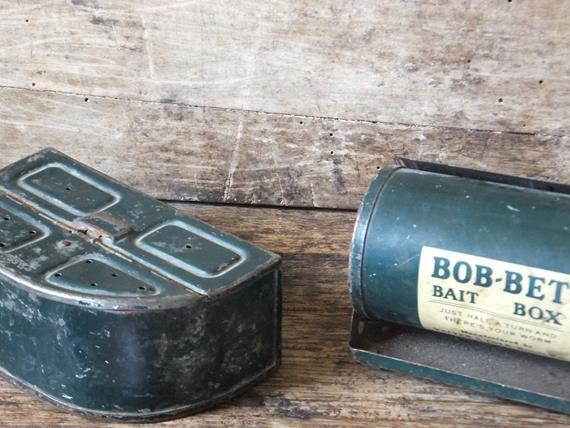 Vintage bait box fishing worm belt box bob bet for Fishing worm box