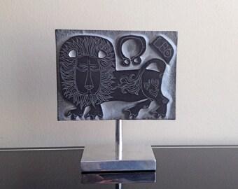 Zodiac Leo Slate Sculpture on Aluminum Pedestal (Rodney Winfield)