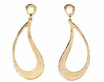 Gold Paisley Dangling Earrings, gold paisley earrings, gold dangle earrings, gold paisley earrings, drop earrings, gold drop earrings