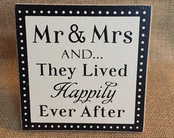 Mr & Mrs table decor sign