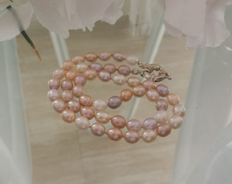 Pearl Necklace - white, light peach and mauve