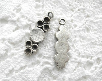 Six Pieces Antiqued Silver Setting Charms