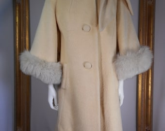 Vintage 1960's Lilli Ann Ivory Colored Wool Coat with Fox Fur Trim - Size 10/12