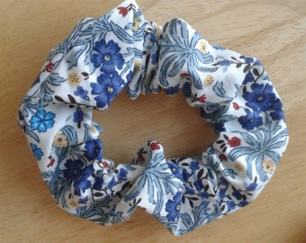 Cute, practical summer meadow scrunchie