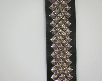 Black leather guitar strap with nickel pyramid studs, custom leather guitar strap by Studio45RHM,leather instrument straps,music accessories