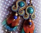 Boucles d'oreilles bodées bleu / turqoise plumes