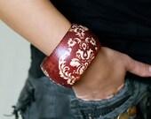 Red bracelet gift for her, wooden autumn neutral floral bracelet, woodland and natural history, white, grey, black, floral pattern