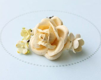 BUTTERCREAM . buttery yellow flower hair pins . cottage chic paper blossoms