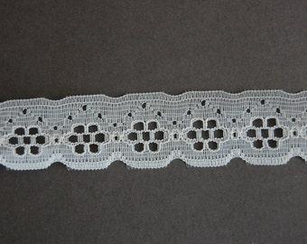 White Floral Scallop Lace Trim