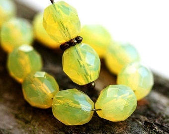 8mm Opal Yellow Czech beads, fire polished glass beads, faceted ball beads - 15Pc - 1908