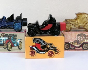 Vintage Aftershave AVON Vintage Cars Mens Collectibles Graphic boxes Stanley Steamer Electric Charger Packard Roadster 1970s Glass