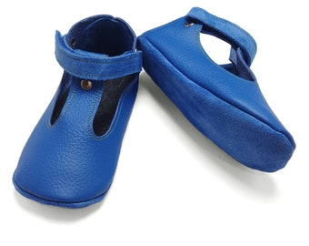 Sky Blue handmade soft soled leather  baby sandals.  Blue baby boy shoes.  Infant shoes.