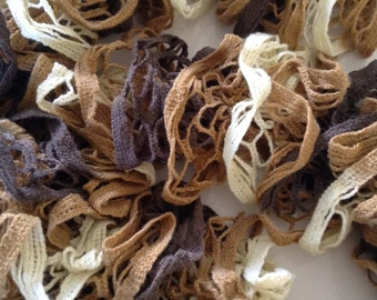 Brown Knitted Ruffle Scarf - Dark brown & cream