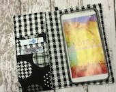 Samsung Galaxy Note, iPhone Plus wallet with removable gel case - black dots with houndstooth