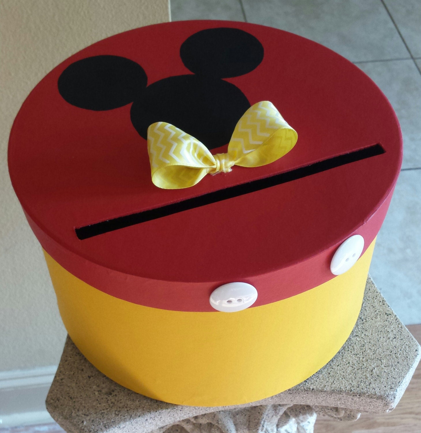 Mickey mouse card box perfect for a birthday party celebration - Boite a chaussure decoree ...