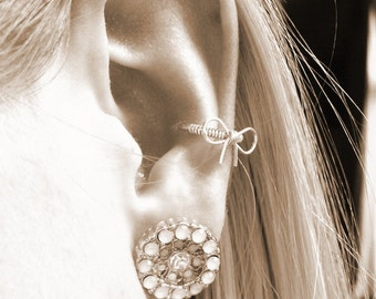 Sterling Silver Cutie bow Conch / Cartilage hoop (single)
