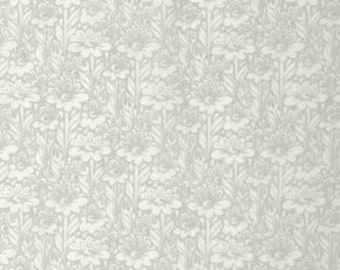 True Colors - Daisy Buds in Silver - Tula Pink for Freespirit - PWTC029.SILVE - 1/2 Yard