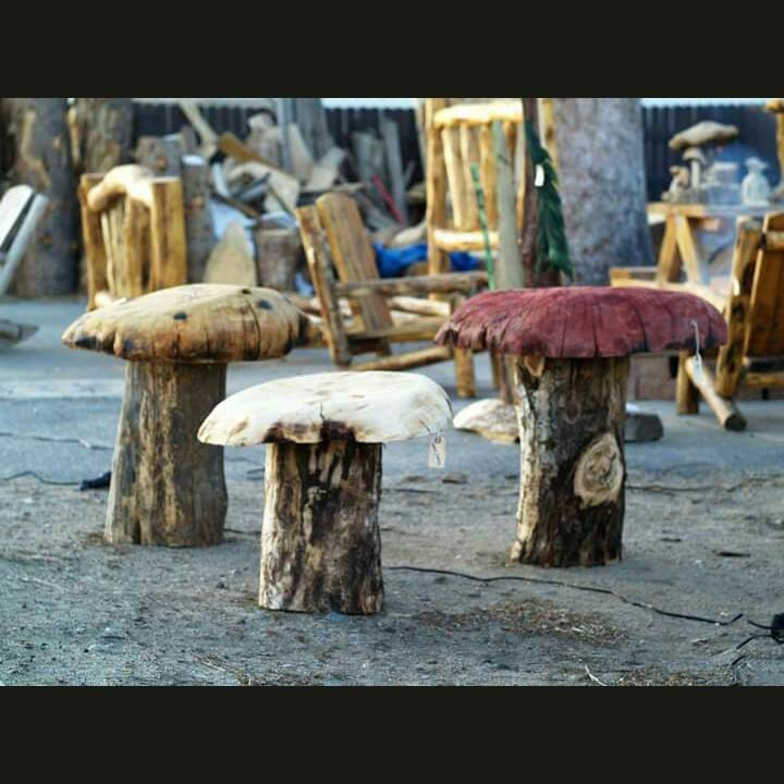 Big mushroom stools tables chainsaw carved mushrooms