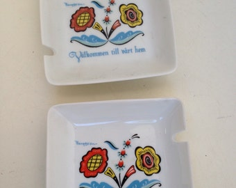 Vintage Berggren ashtray set of two flowers design red blue yellow green