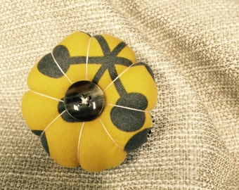 Little Pin Cushion in Yellow and Black