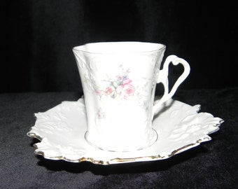Dainty Vintage teacup and saucer