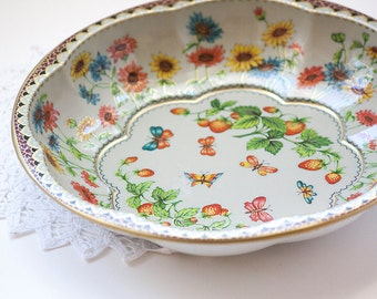 Vintage Daher Metal Serving Tray With Strawberries and Flowers, Made in England