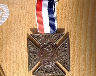 1897 Medal Queen Victoria Diamond Jubilee 60 Years Regent Bronze Maltese Cross