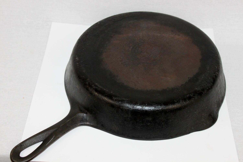 antique griswold cast iron skillet no 8 small double. Black Bedroom Furniture Sets. Home Design Ideas