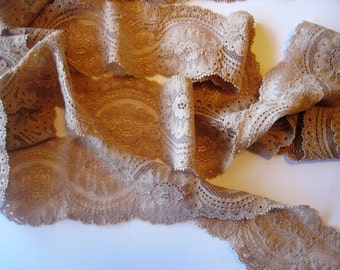 Stretch Scalloped Victorian Lace, Soft Tan , 2 3/4 inch wide, 1 Yard For Apparel, Home Decor, Accessories, Mixed Media, Scrapbbok