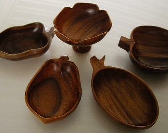 Vintage Wood Serving Bowls, Monkey Pod natural wood bowls, vintage snack bowls, Pacific island wood bowls, luau bowls, vintage housewares