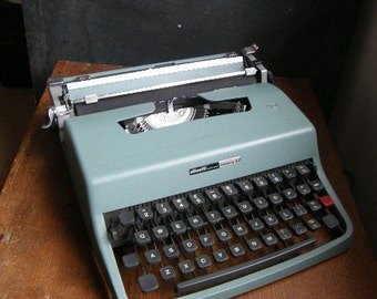 Olivetti Lettera manual typewriter in great condition with new ribbon fitted,fully working.Free UK postage
