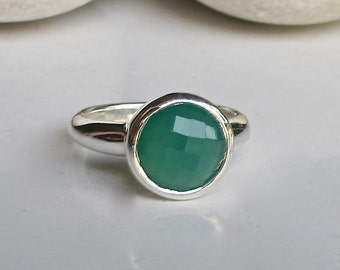 Green Gemstone Ring- Green Onyx Stackable Ring- Round Faceted Green Ring- Classsic Green Ring- Sterling Silver