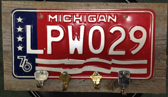 Vintage Michigan Bicentennial License Plate Key Holder Folk Art