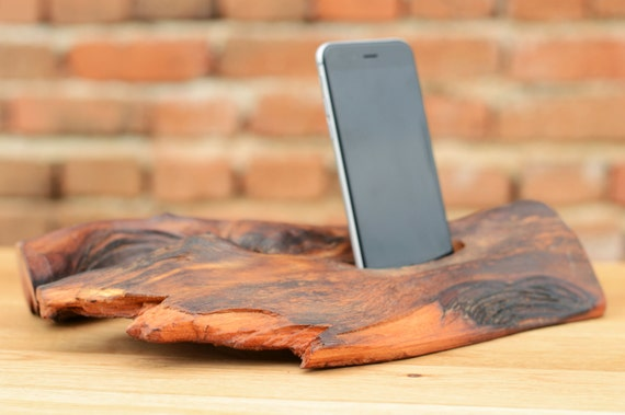 h lzerne iphone 6 stand docking station elm holz iphone halter. Black Bedroom Furniture Sets. Home Design Ideas