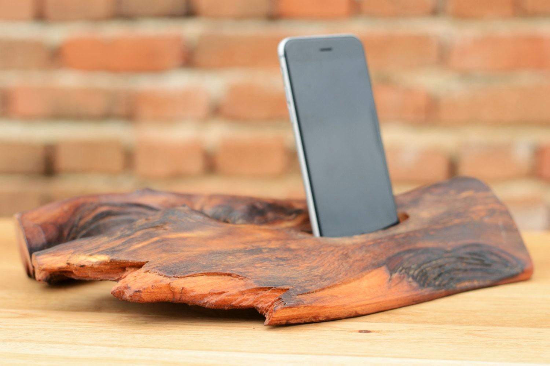 h lzerne iphone 6 stand docking station elm holz iphone halter. Black Bedroom Furniture Sets. Home Design Ideas