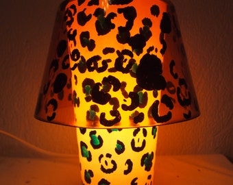 Lampara de cristal pintada a mano Handpainted glass lamp Leopard print animal print estampado leopardo