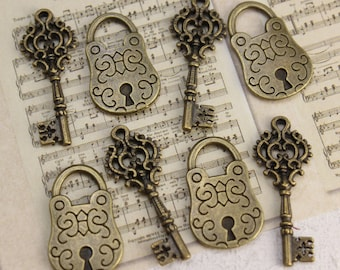 5 Set Antique Brass Vintage Style Small Lock & Key Charms