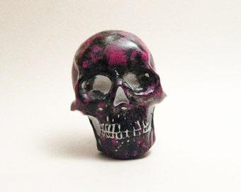 black pink  skull brooch / magnet handmade