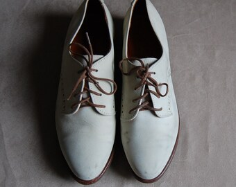 1970s ivory white oxfords / vintage lace up leather oxfords / size 7.5