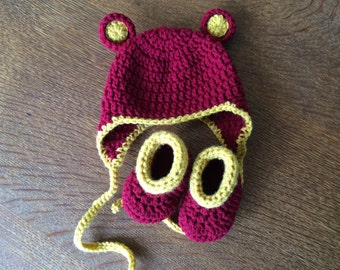 Set of Baby booties and a hat Red x Mustard