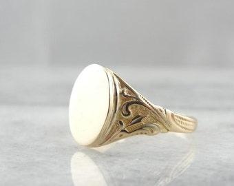 Art Nouveau Signet Ring V1CEH7
